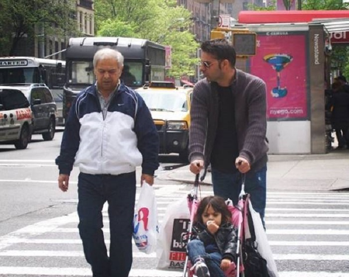 پیمان معادی به همراه پدر و فرزندش