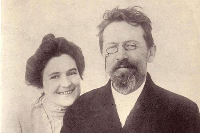 آنتون چخوف در کنار همسرش اولگا کنیپر