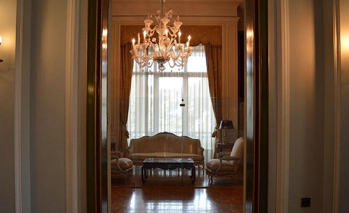 اتاق نشیمن طبقه آخر کاخ نیاوران
