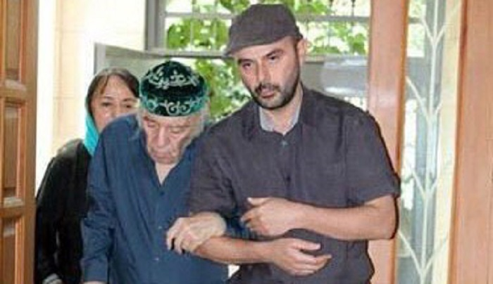 علی مصفا در کنار پدرش دکتر مظاهر مصفا