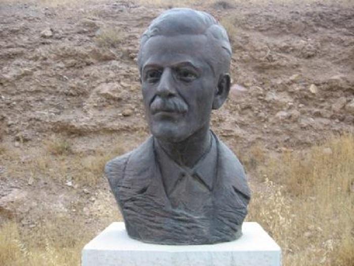 تندیس جلال آل احمد