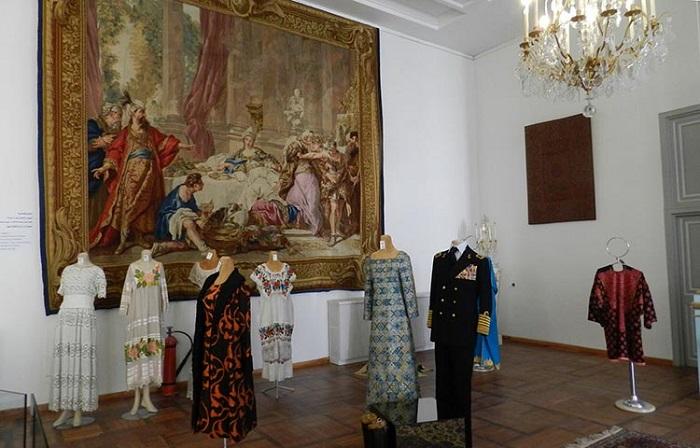 موزه لباس و پارچه کاخ نیاوران