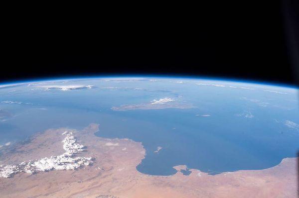 کره زمین خارج از زمین + عکس