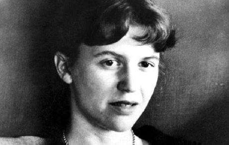 25 حقیقت تراژیک درباره زندگی سیلویا پلات شاعر و نویسنده انگلیسی