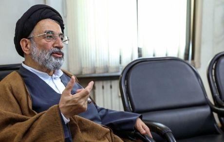 اصولگرایان روزی قبای امام زمان برتن احمدی نژاد کردند، بعد گفتند او منحرف است