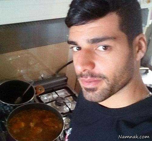 مهدی طارمی در حال آشپزی