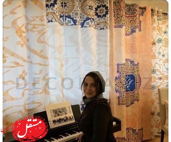 پیانو نواختن خانم بازیگر در خانه اش + عکس