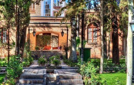 معرفی باغ نگارستان؛ باغموزهای تاریخی با جاذبههایی دیدنی در مرکز تهران