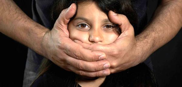 شکنجه و آزار شدید کودک 9 ساله توسط پدر و نامادری اش + جزئیات