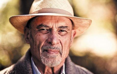 معرفی اروین یالوم نویسنده و روانپزشک آمریکایی خالق رمان مشهور «وقتی نیچه گریست»