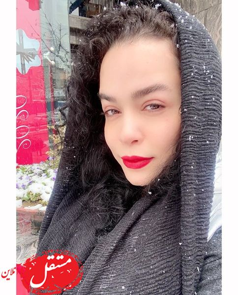 ملیکا شریفی نیا در یک روز برفی + عکس