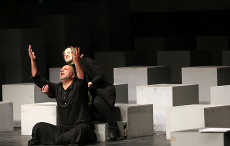 صحنه های جنجالی از امیر جعفری و مهراوه شریفی نیا روی سن تئاتر + تصاویر