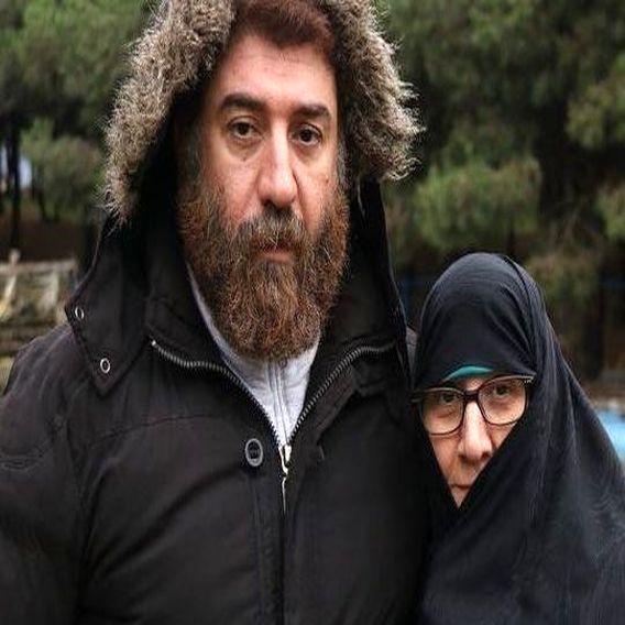 مادر و برادر مرحوم علی انصاریان بر سر مزار او + تصاویر