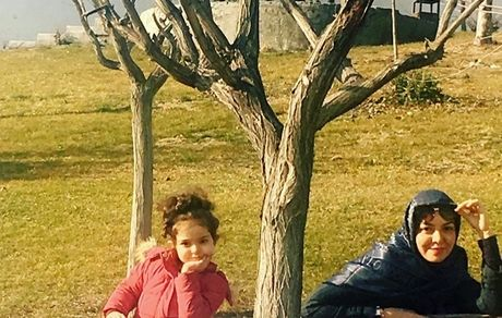 آزاده نامداری و دخترش در پارک + عکس