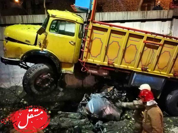 له شدن زن تهرانی زیر چرخ های کامیون در اتوبان امام علی + عکس