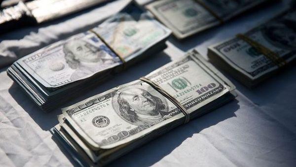دلار در آستانه 8000 هزار تومان