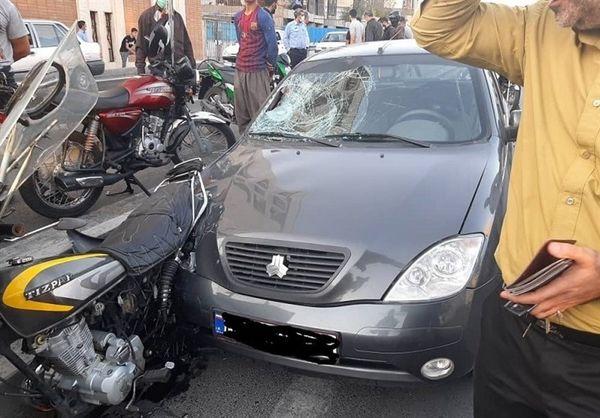 تصادف دلخراش موتورسیکلت با تیبا + تصاویر