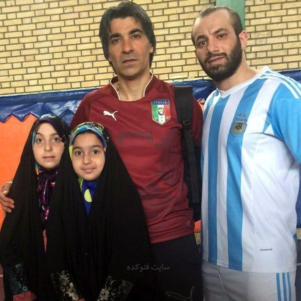 عکس امیر تتلو در کنار وحید شمسایی و دخترانش