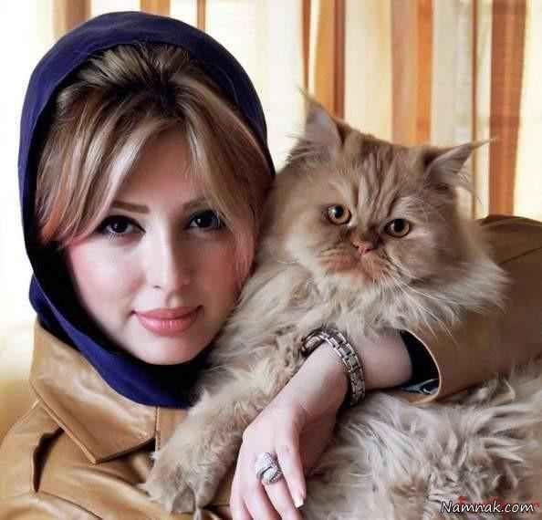 نیوشا ضیغمی و گربه اش
