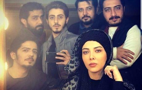سلفی لیلا اوتادی با پسرهای سریال گاندو + عکس