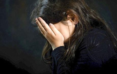 اذیت و آزار  دختر مدیر عامل توسط سرایدار