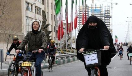 زنان اگر گواهینامه موتورسواری داشته باشند در خیابان هزار فضیحت ایجاد میکنند
