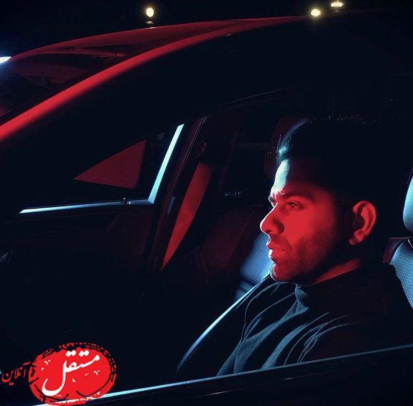 رضا بهرام در ماشینش + عکس