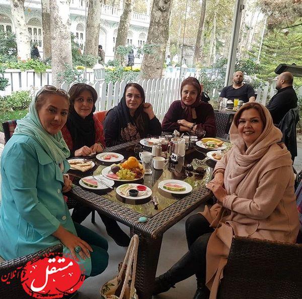 رستوران گردی تبسم هاشمی با دوستانش + عکس