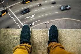 لحظه خودکشی مرد 38 ساله تهرانی از پشت بام + عکس