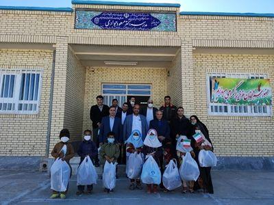 توزیع البسه گرم بین دانش آموزان مدرسه دکتر جوادی روستای چشمه زیارت شهرستان زاهدان مهرورزی به همین آسانی