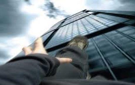 خودکشی وحشتناک پسر ۱۴ ساله در مشهد از بالای برج + فیلم خودکشی