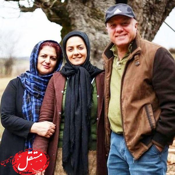 بیتا سحرخیز در کنار پدر و مادرش + عکس