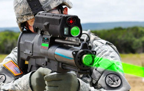 یک نوجوان اسلحه ای لیزری و قدرتمند ساخت +عکس