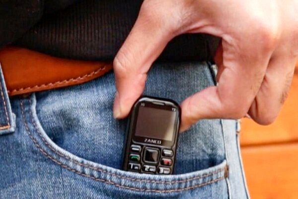 ساخت گوشی موبایل در ابعاد یک حافظه یو اس بی