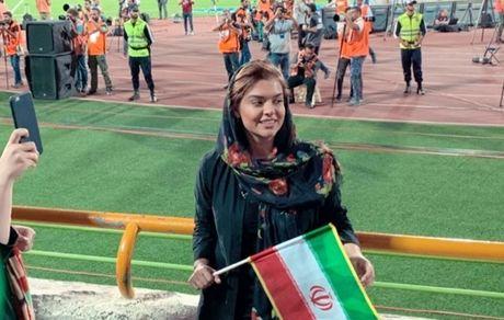 حضور دختر رویا تیموریان در استادیوم آزادی + عکس