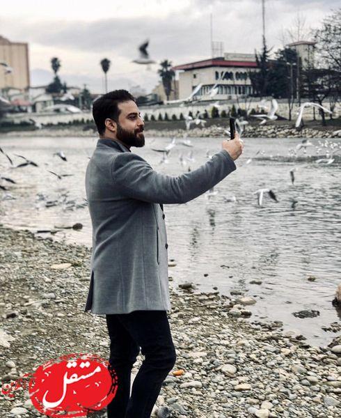 سلفی گرفتن بابک جهانبخش در میان مرغان دریایی + عکس