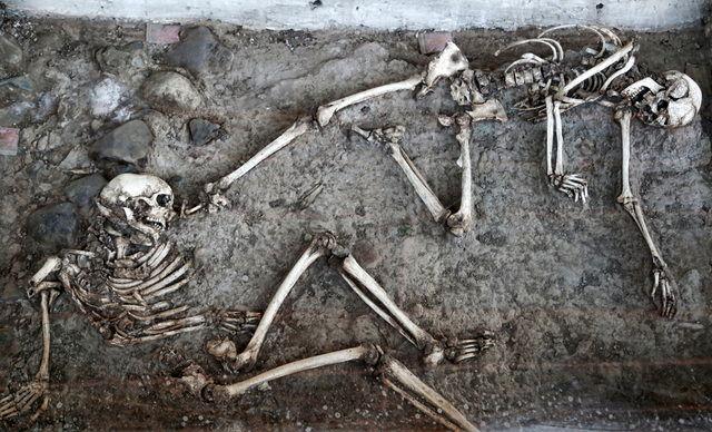 زوجی که به پای هم اسکلت شدند