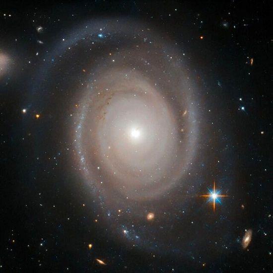 همهی کهکشانها تنها نیستند