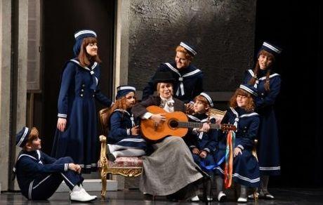 تئاتر موزیکال «اشک ها و لبخندها» در تالار وحدت + تصاویر
