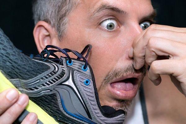 چگونه بوی بد کفش را از بین ببریم؟