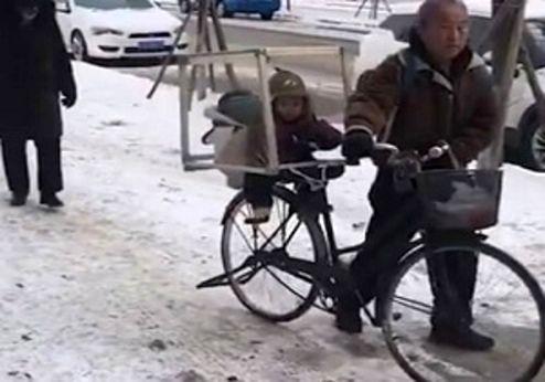 نوهداری جالب پدربزرگ چینی +عکس
