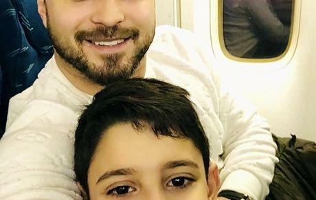 سلفی بابک جهانبخش و پسرش در هواپیما + عکس