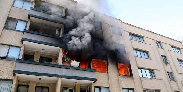 انفجار توام با آتش سوزی در خیابان خیام / نجات ۴ نفر از ساکنان گرفتار