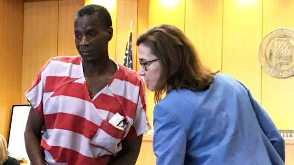 مردی که برای سرقت ۵۰ دلار حبس ابد گرفته بود، آزاد شد