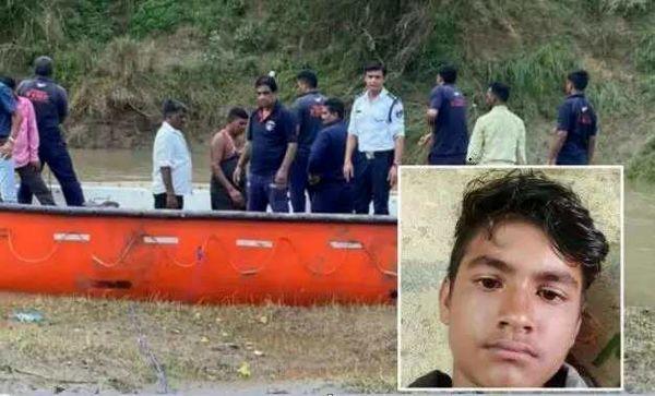 کروکودیل پسر 15 ساله چوپان را مقابل چشمان پدرش با خود زیر آب برد+ عکس