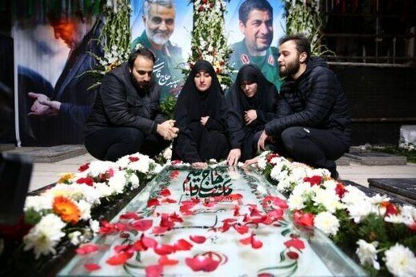 عکس دیده نشده از فرزندان سردار سلیمانی در مراسم تولد پدرشان + عکس