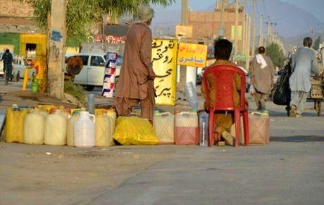 بنزین را لیتری ۱۲ هزار تومان میفروشند!