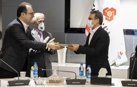 تندیس نقره ای جایزه ملی حسابرسی داخلی به بانک ملت اهدا شد