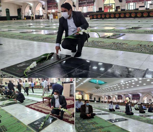 غبارروبی و عطرافشانی گلزار شهدای بندرعباس به مناسبت هفته دولت