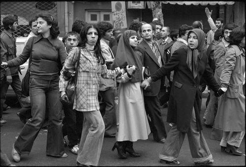 حضور اقشار مختلف جامعه در تظاهرات ضد شاه